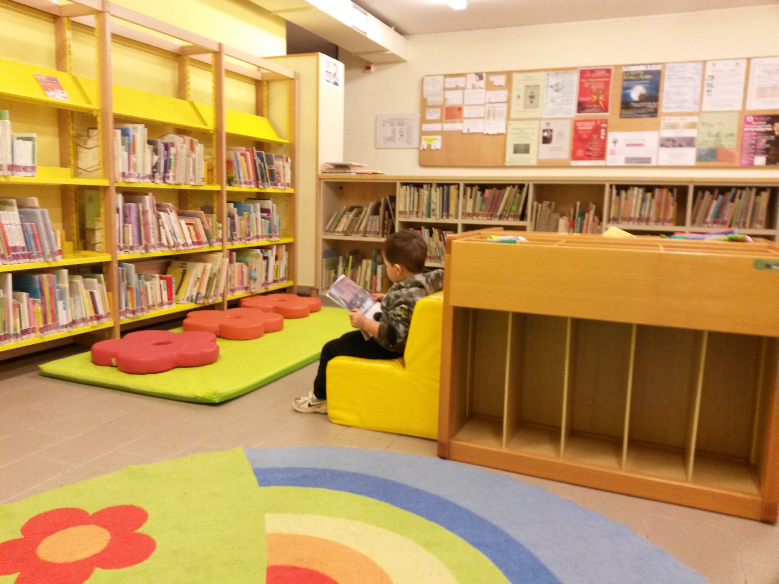 The photo shows the space of the Public Library dedicated to children and breast-feeding. It hosts several initiatives aimed to the integration.