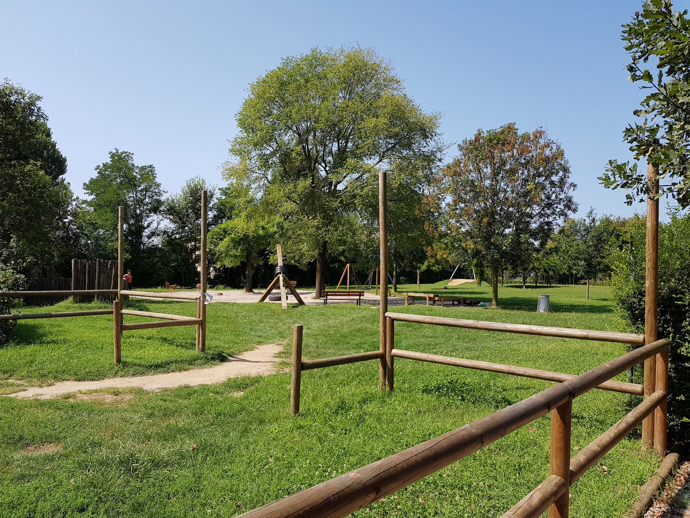 Ethnographic park - family area, with games and shade, meeting place for numerous families of the territory, of various nationalities, without any conflict. Definitely a place for meeting and integration.