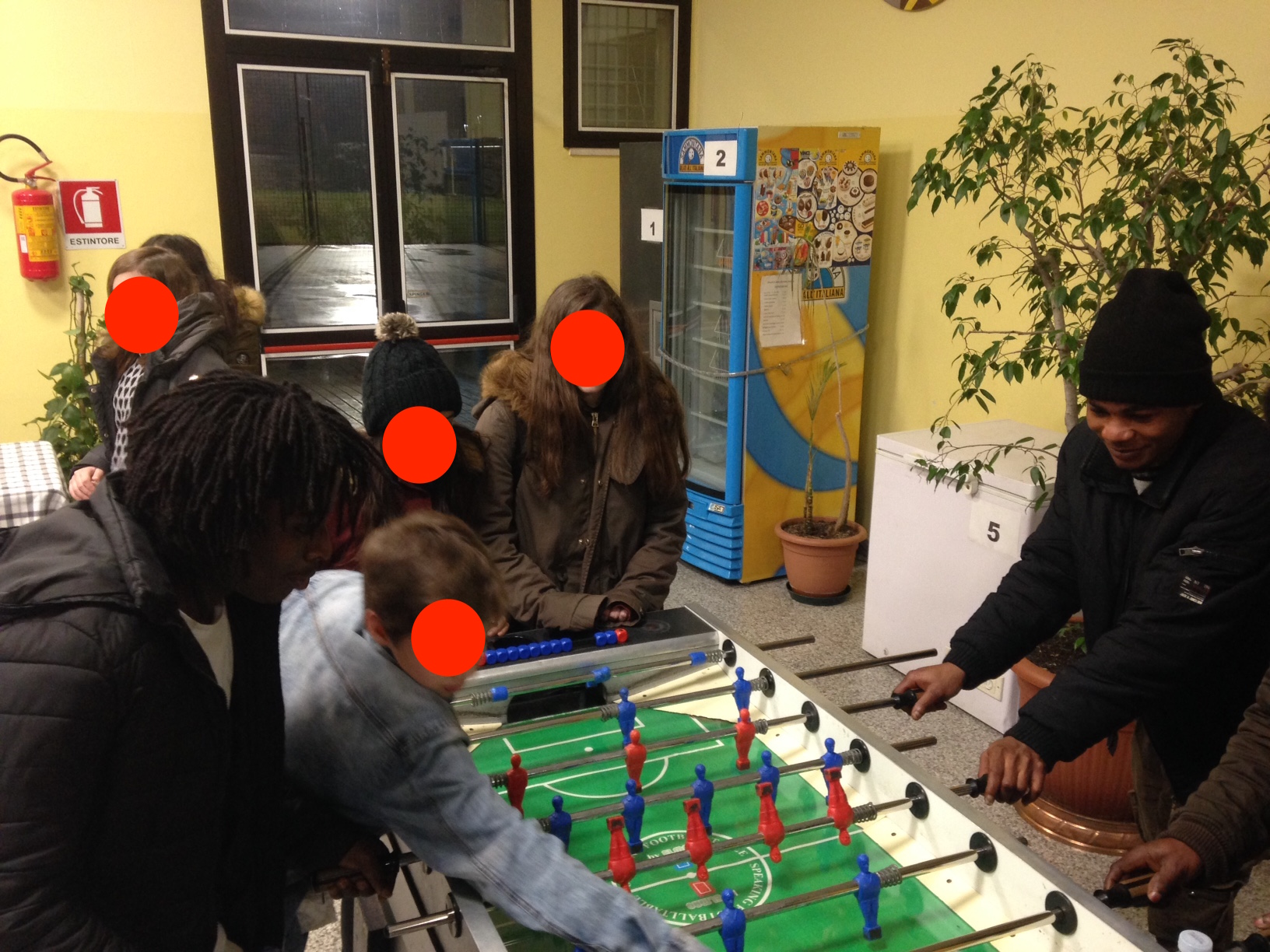 The Sprar's guests play foosball with the children of Rubano at the end of a workshops of mutual knowledge.